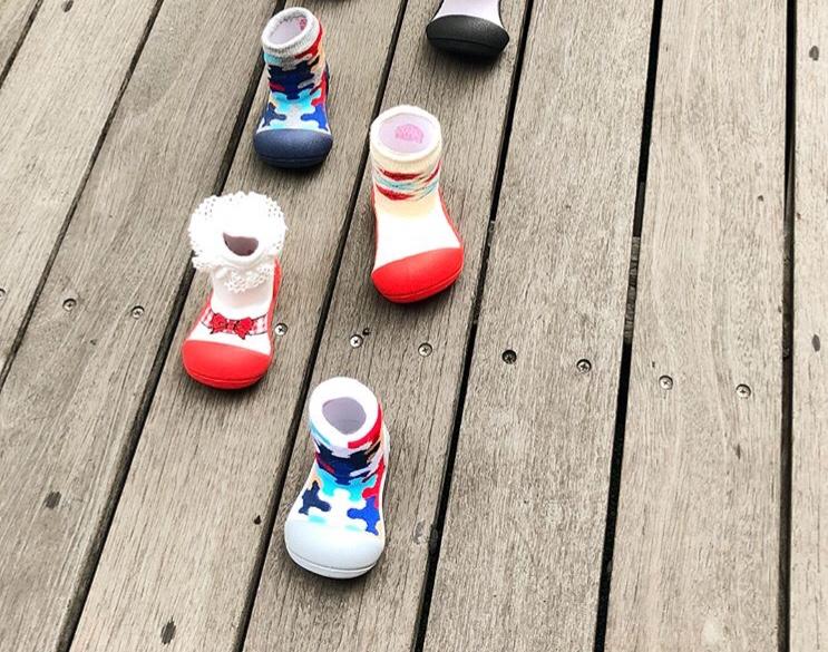 Zapatillas de gateo Attipas